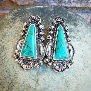 Jewelry - Turquoise Western style Studded Earrings